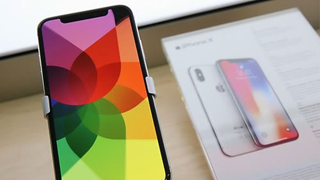 Complaints Mount as Apple Unveils Pricey iPhone X in Korea