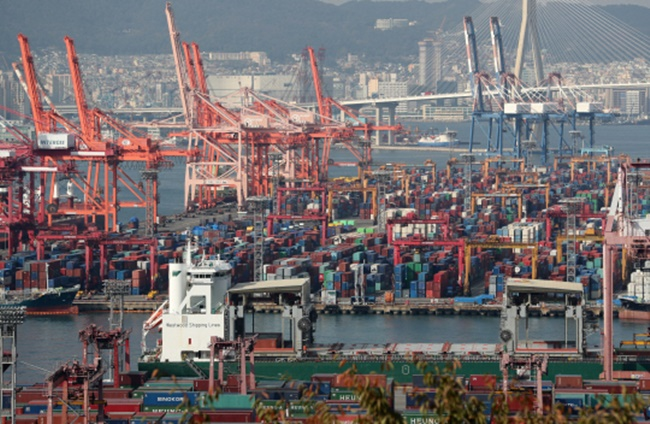 South Korea economy on rising tide as exports boom, inflation moderates