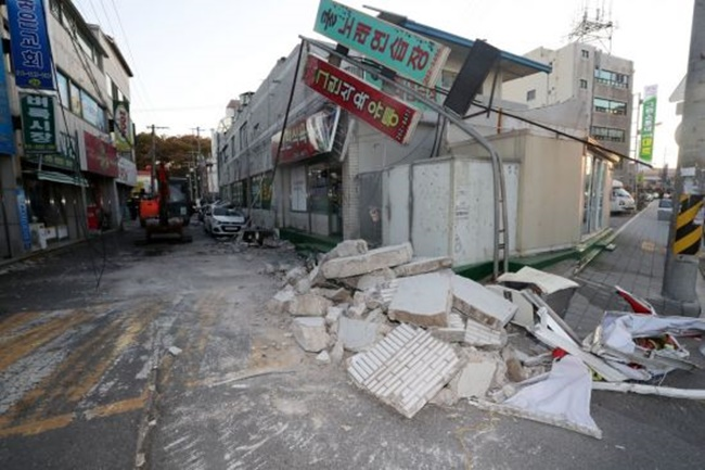 The devastating earthquake which hit the southeastern city of Pohang saw the country's critically important CSAT exam postponed to next week. (Image: Yonhap)