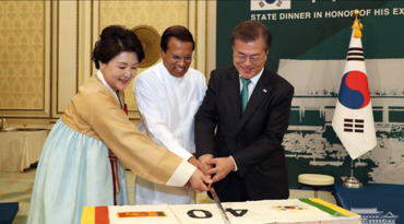 President Moon Welcomes Sri Lankan President with Vegetarian State Dinner