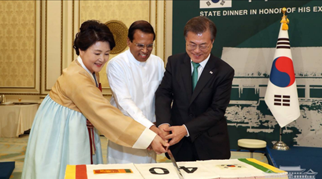 It was reported that the Blue House carefully selected vegetarian dishes for the state dinner yesterday between President Moon Jae-in and President Sirisena, a meal consisting of traditional Korean dishes with a vegetarian touch. (Image: Yonhap)