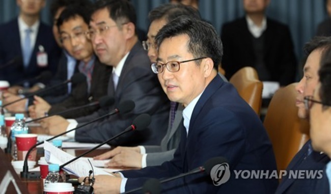 PyeongChang Olympics Expected to Be Boon for S. Korea's Tourism Industry: Finance Minister