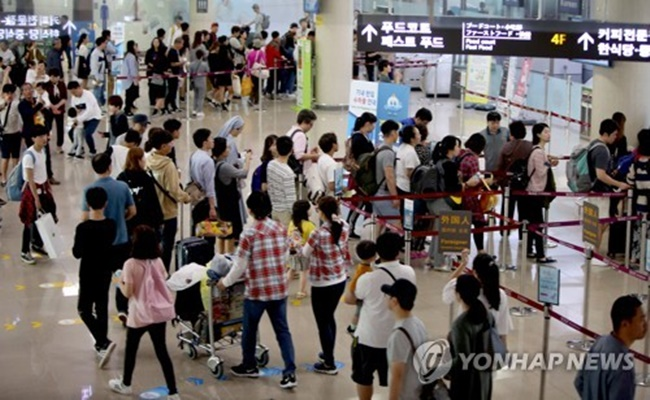 Lotte Duty Free, Shilla Duty Free and Shinsegae DF applied to operate a duty-free store at Jeju International Airport, according to Korea Airports Corp. (KAC). (Image: Yonhap)