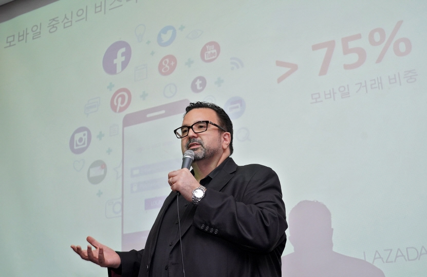 Will Ross, CEO of Lazada Crossborder, speaks during a press conference in Seoul on Nov. 7, 2017. (image: Lazada Group)
