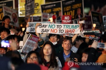 Hundreds Rally in Seoul for, Against U.S. on Trump's Visit