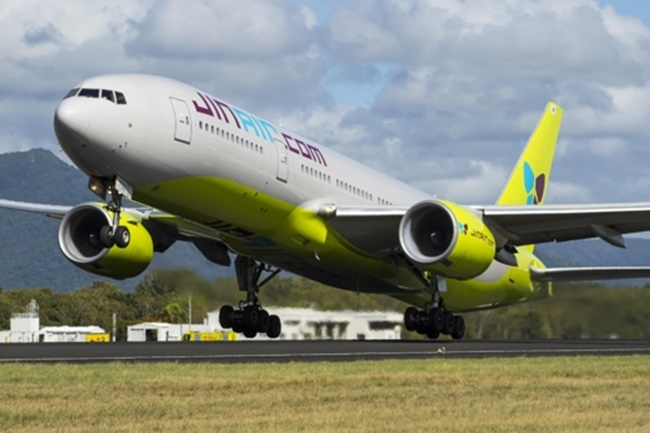 Jin Air Co., the low-cost carrier unit of Hanjin KAL Corp., is slated to debut on the main bourse Dec. 8 and its market capitalization is estimated to reach 1 trillion won (US$920 million) after the initial public offering (IPO). (Image: Yonhap)