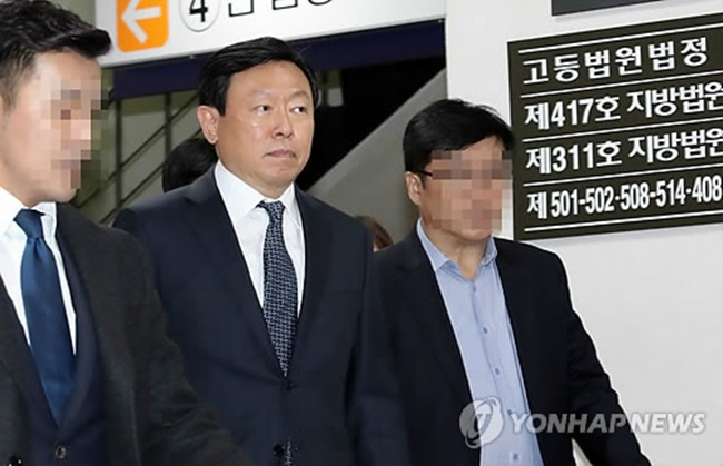 Chairman Shin Dong-bin unloaded over 1 million shares of Lotte Shopping after the local stock market closed, the company said in a regulatory filing. (Image: Yonhap)