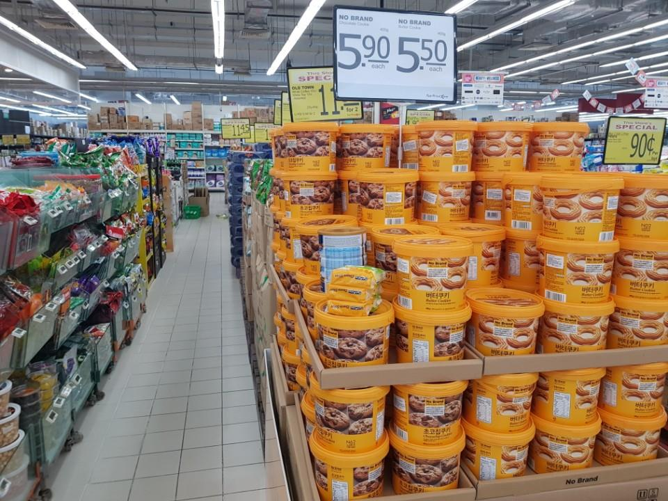 Emart's No Brand PB products are on display at a Fair Prize Xtra discount store in Jurong Point, Singapore. (Yonhap)