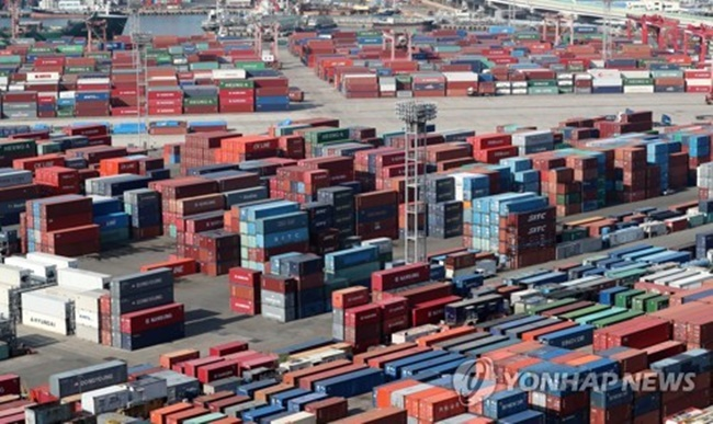 The terms of trade index for products came to 101.74 in October, down 1.5 percent from a year earlier, according to preliminary data from the Bank of Korea (BOK). (Image: Yonhap)