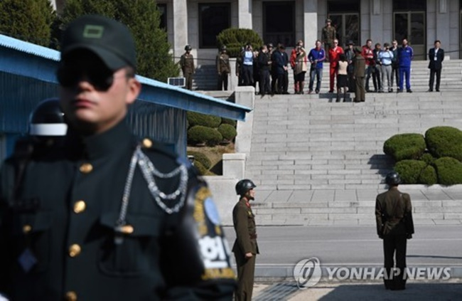 South Korean military officials are reportedly contemplating a change to the current rules of engagement at the inter-Korean border, following criticism over the response to North Korean troops firing shots at a defecting North Korean soldier. (Image: Yonhap)