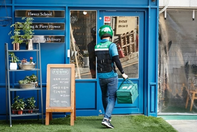Naver's new investment reports have revealed the IT giant is focusing on funding food-delivery apps and logistics startups. (Image: Mesh Korea)
