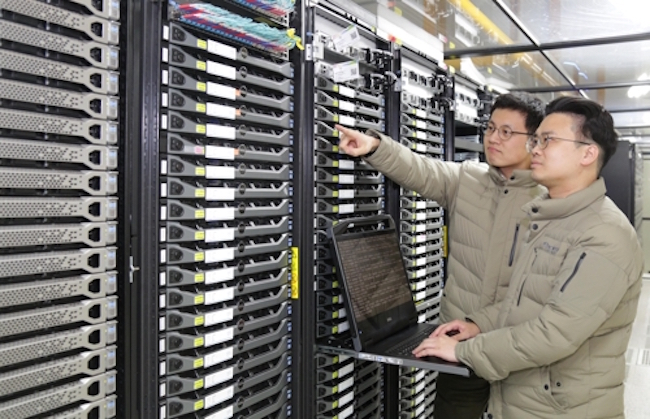 "South Korean researchers at the Korea Institute of Science and Technology Information (KISTI) have successfully participated in the development of ""BigData Express"", a data transfer tool that can accommodate large-scale transfers. (Image: Yonhap)"