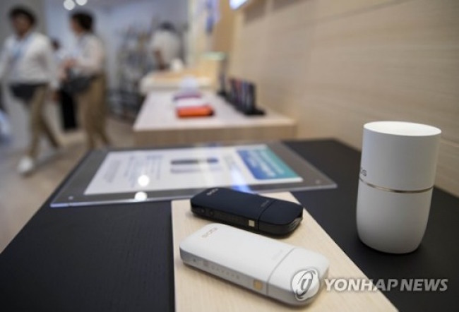 "In June, Philip Morris Korea's ""IQOS"" (e-device) and ""Heets"" (tobacco sticks) were the first HNB tobacco products introduced into the South Korean tobacco market, and sales data showing that more than 1.41 million Heets packs have been sold confirm the company's head start advantage. (Image: Yonhap)"