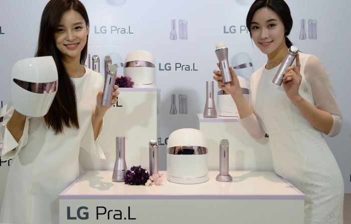 "Models display the ""LG Pra.L"" beauty appliance lineup released by LG Electronics Co. during a launch event held in Seoul on Sept. 25, 2017.  (image: LG Electronics)"
