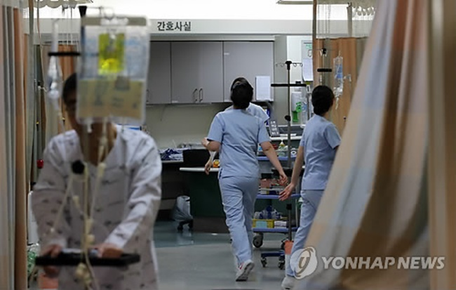 Criticism continues to grow on social media over the controversial treatment of nurses at a South Korean hospital, including sexual dance performances that have been accused of being sexist and abuses of power from the top down. (Image: Yonhap)