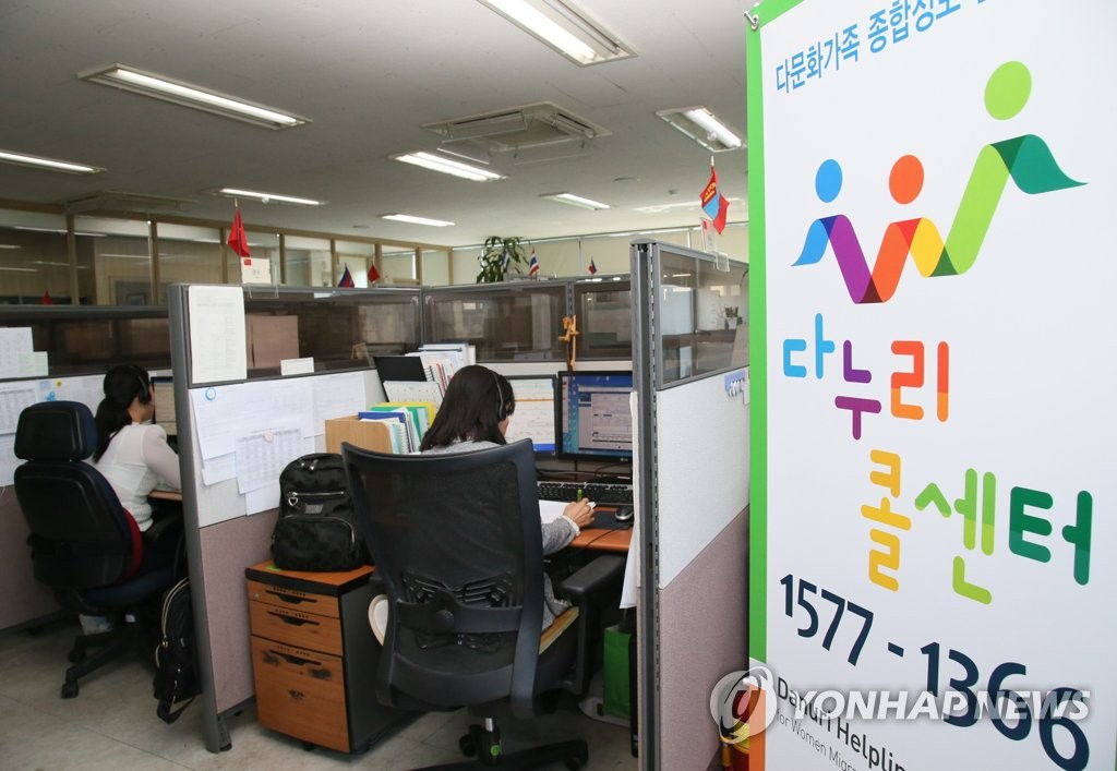 According to data from recruiting websites Job Korea and Albamon, over 8 in 10 customer service workers have experienced verbal abuse from customers, ranging from talking down and interrupting to swearing, with 74 percent having done nothing in response. (Image: Ministry of Gender Equality and Family)