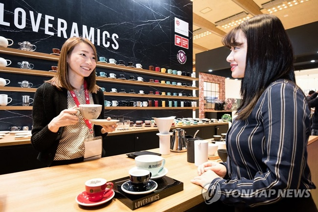 The three-day long Café Show Seoul 2017 will feature 600 companies from 40 countries, which are expected to showcase the latest trends and products in the coffee industry under the name of 'we become one with coffee'.(Image: Yonhap)