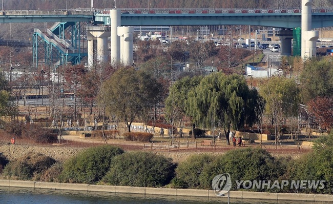 """With the issues of air pollution and global warming in mind, we planted trees that can tackle fine dust, car emissions and noise pollution,"" a Seoul government official said.   (Image: Seoul Metropolitan Government)"