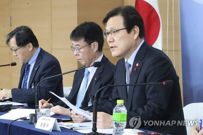 The government will reimburse debts for nearly 1.6 million people to give a second chance to those haven't been able to escape the debt trap for over a decade. (Image: Yonhap)
