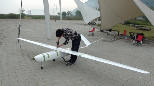 According to the research team led by Professor Yang Cheol-nam at the Korea Institute of Materials Science, the new fuel cell-powered unmanned aerial vehicle flew 310 kilometers for four and a half hours during a recent test, breaking the previous record of one hour and 24 minutes in South Korea. (Image:  Korea Institute of Materials Science)