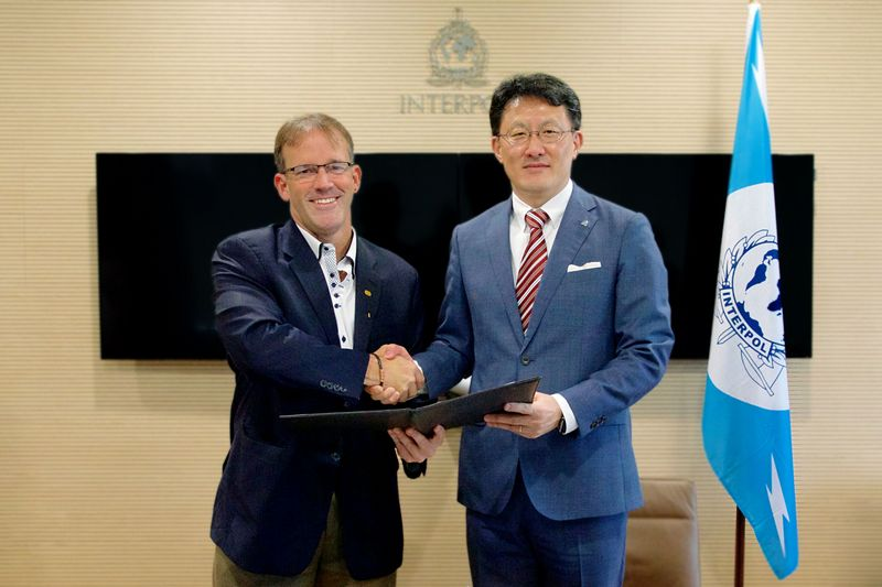 John N. Stewart, Senior Vice President and Chief Security Officer, Cisco, and Noboru Nakatani, Executive Director, INTERPOL Global Complex for Innovation (IGCI), sign collaboration agreement to combat cybercrime. (image: Cisco)