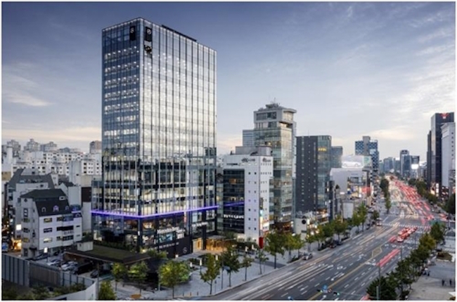 Mercedes-Benz has selected the glitzy Cheongdam neighborhood in Seoul as the location for a new high-tech digital showroom. (Image: Han Sung Motor)