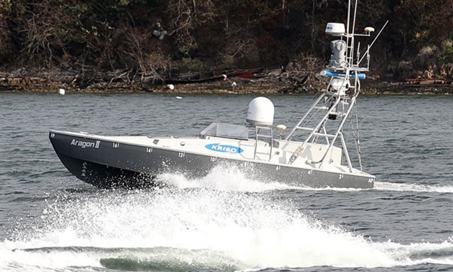 The unmanned smart boats developed by the oceans ministry and the Korea Research Institute of Ship and Ocean Engineering were first put on display on Thursday at the Namhae location of the Korea Institute of Ocean Science and Technology. (Image: Yonhap)