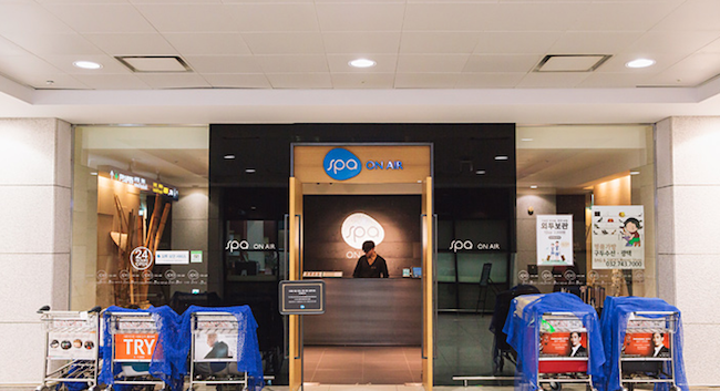 Package delivery company CJ Korea Express and the airport sauna will both hold winter jackets and other outerwear, though they charge 2,000 won per day for every article of clothing. (Image: Korea Tourism Organization)