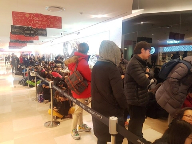 The frenzy over the PyeongChang 2018 Winter Olympics official goose down jacket has hit fever pitch, with the outerwear selling out once again in a blink of an eye. (Image: Yonhap)