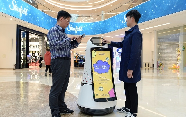 The robots will be serving as helpers to provide information to visitors and help them locate stores and other facilities at the mall. (Image: LG Electronics)