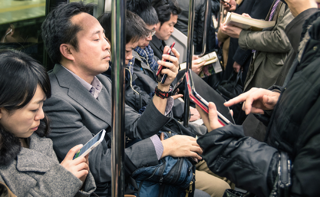 Issues of self-control were found in the study, proving that smartphone addiction is a problem suffered by people of all ages. (Image: Korea Bizwire)