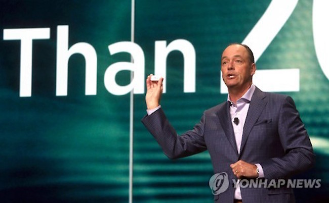 Formerly at telecoms company AT&T and Sony's North American branch as senior VP of marketing, Baxter joined Samsung Electronics in 2006 and steadily rose to the top, being named CEO and president of Samsung Electronics North America in July. (Image: Yonhap)