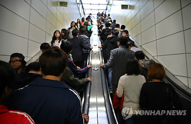 According to published figures, 141 of the 156 escalators in subway stations move upwards, a figure that will soon change, provided Seoul's initiative gains widespread acceptance. (Image: Yonhap)