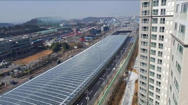 The Korea Expressway Corporation expects the project to result in the decline of 1,500 tons of carbon dioxide emissions and 5 tons of fine dust on an annual basis. (Image: Yonhap)