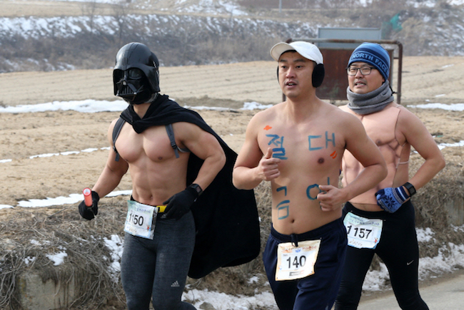 Once the marathon is over, those with outfits that stand out the most will be given prizes. (Image: Yonhap)