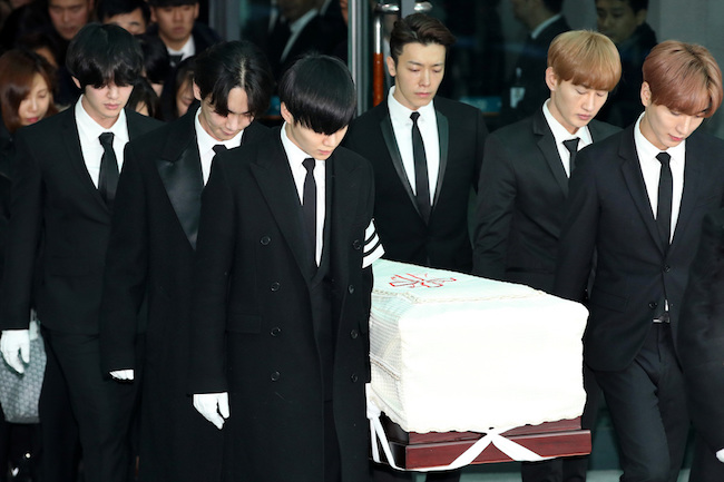 The funeral for the late Kim Jong-hyun, lead singer of K-pop group SHINee, was held Thursday, attended by his family, close friends and fellow artists. (Image: Yonhap)