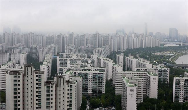 With an estimated half of the country's 50 million people living either in or around Seoul, a large portion of the population live in apartment buildings. (Image: Yonhap)