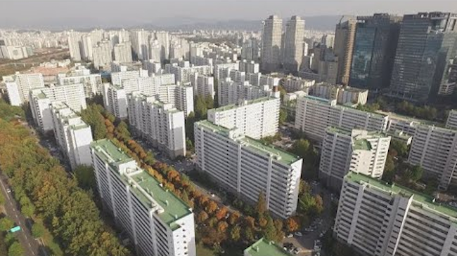 "Of the South Korean households that are renters, 60.5 percent utilize ""wolse"", or monthly payment rental systems, boosted by a growing low-income bracket. (Image: Yonhap)"
