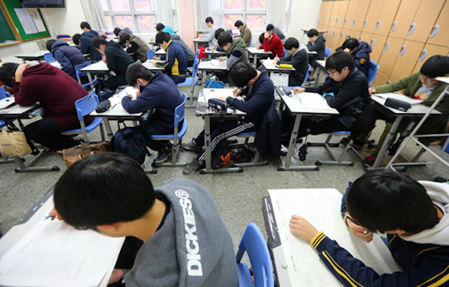 "This year's college entrance exams once again saw a so-called ""Arabic Lottery Effect"", which describes test takers of ""Arabic I"" obtaining higher relative scores than those of other foreign language subjects despite having unimpressive proficiency. (Image: Yonhap)"