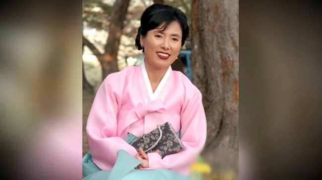One example is the passing of 57-year old former actress, who was discovered dead in her Gangnam apartment by police two weeks after her passing. The police had arrived to investigate after a complaint was lodged regarding a bad smell. (Image: Yonhap)