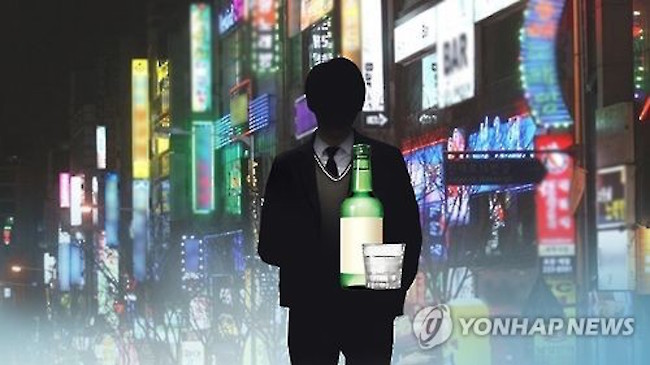 The presidential office Cheong Wa Dae expressed a wariness to strengthen the punishment for crimes committed under the influence of alcohol Wednesday, noting the move may lead to unnecessarily harsh penalties for all alcohol-related crimes. (Image: Yonhap)
