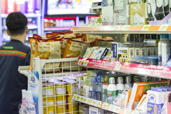 To permit convenience stores to sell pharmaceuticals is a threat to citizens' health and a move that seeks to benefit wealthy retail conglomerates, the association claimed. (Image: Yonhap)