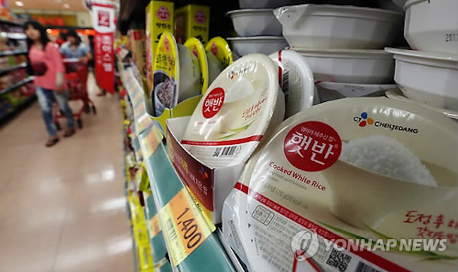 After instant rice (32.5 percent) and frozen dumplings (18.1 percent), other commonly searched meal replacement categories were soups and stews in retort pouches (8.4 percent), cereal (8.1 percent) and cereal bars (6.3 percent). (Image: Yonhap)