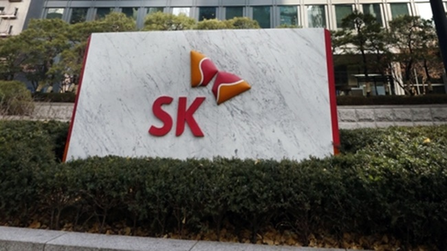 According to SK Holdings, a plan to introduce an electronic voting system next year was passed during a board of directors meeting on Wednesday, which will allow shareholders to cast a vote without having to attend general meetings. (Image: Yonhap)