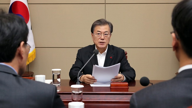 According to survey results released by the National Health Insurance Corporation (NHIC) on Thursday, nearly 60 percent of national health insurance subscribers said they are behind President Moon's bid to extend national health insurance coverage, including in-depth medical checkups such as ultrasound and MRI scans. (Image: Yonhap)