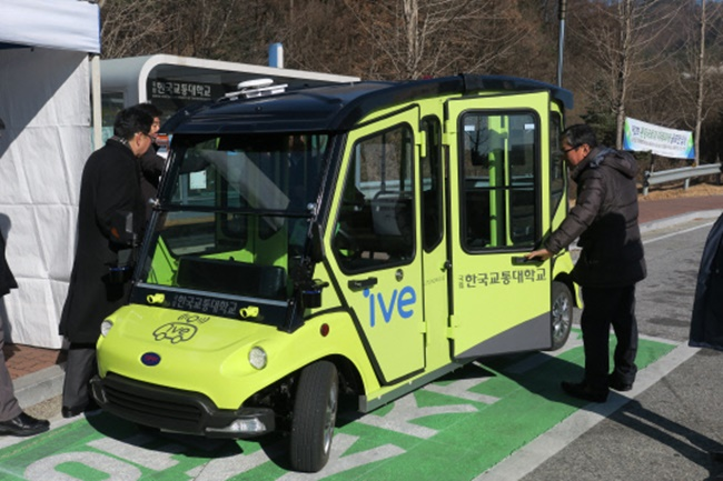 Self-driving shuttles are now shuffling students across campus at the Korea National University of Transportation. (Image: KNUT)