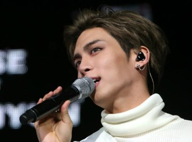 The death of K-pop superstar Jonghyun from SHINee has sparked a debate over deep-rooted problems facing the K-pop industry. (Image: Yonhap)