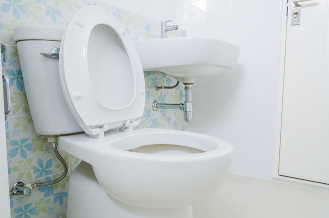The Ministry of the Interior and Safety announced a new enforcement ordinance on Wednesday, which will bring a number of changes to public restrooms from next month, including a ban on trash bins in stalls and the installation of more barriers between urinals. (Image: Kobiz Media)