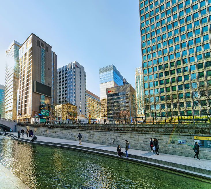 The Seoul Metropolitan Government has teamed up with translation startup Flitto to introduce a language free zone along Cheonggyecheon Stream. (Image: Kobiz Media)