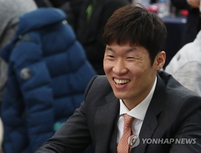Park Ji-sung Vows to Develop S. Korea's Youth Football with European Experience